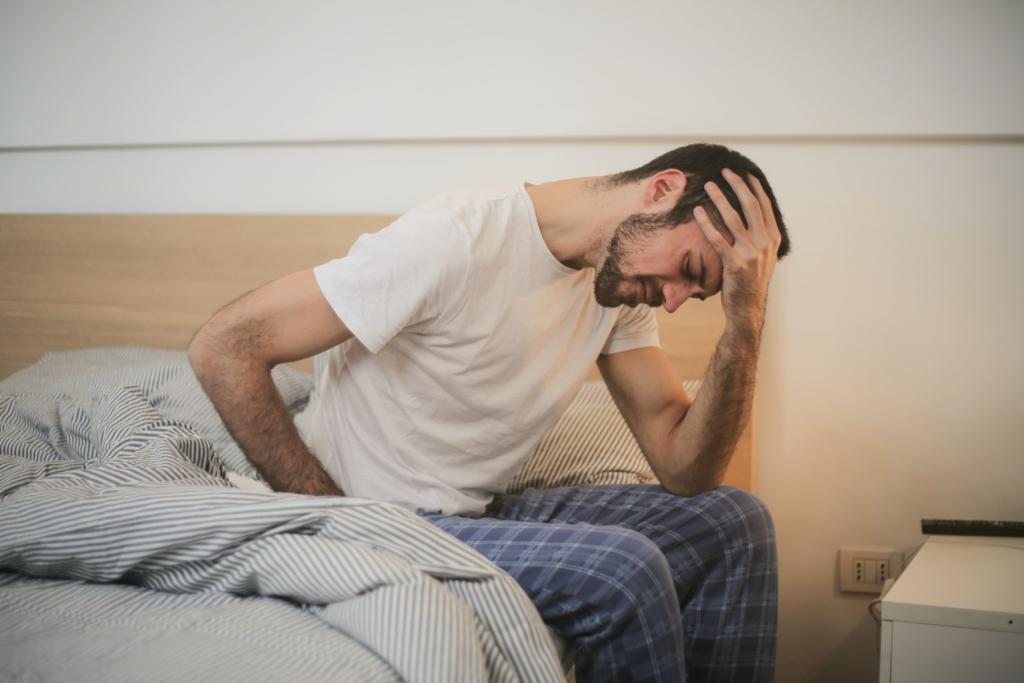 Homme souffrant d'un mal de tête